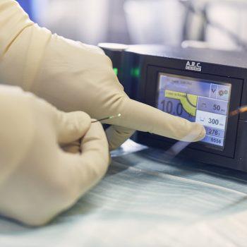 Blauer Laser MEDICAL VOICE CENTER